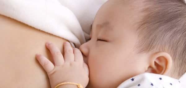 Sonhar amamentando um bebê