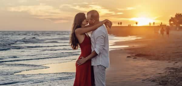 Sonhar com beijo na boca de uma pessoa desconhecida