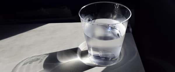 Sonhar com copo de água