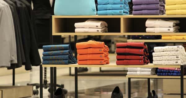 Sonhar com loja de roupas