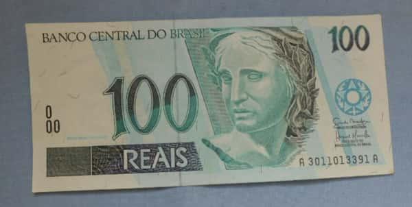 Sonhar com nota de 100 reais
