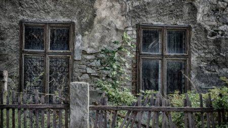 Sonhar com casa mal assombrada