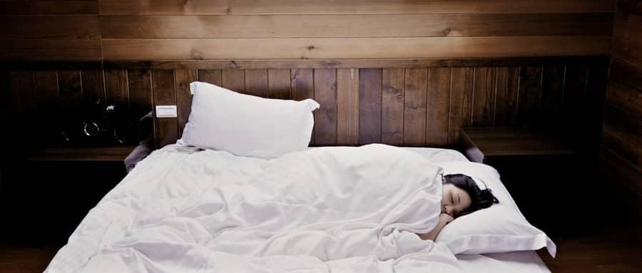 Sonhar que não consegue acordar, falar, nem mexer
