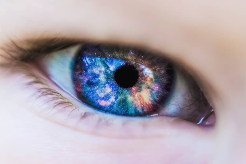 Sonhar com lente de contato
