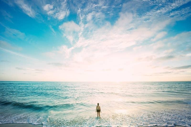Sonhar com pessoa sumindo na água