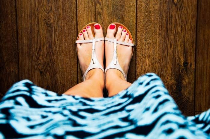 Sonhar com vários sapatos brancos juntos