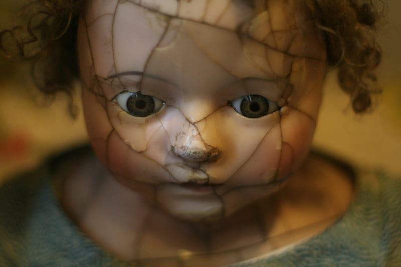 Sonhar com boneca possuída