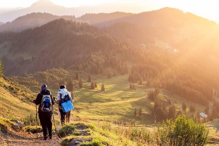 Qual é o significado de sonhar que você estava caminhando com alguém?