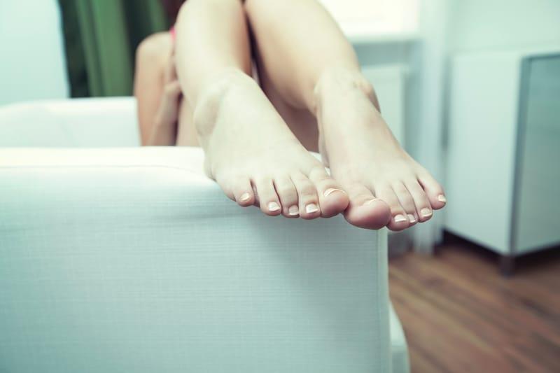 Sonhar com unha do pé
