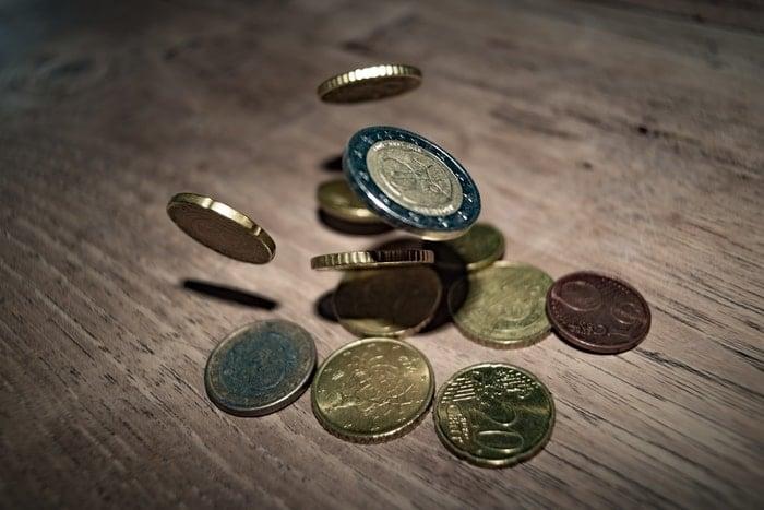 Sonhar achando moedas